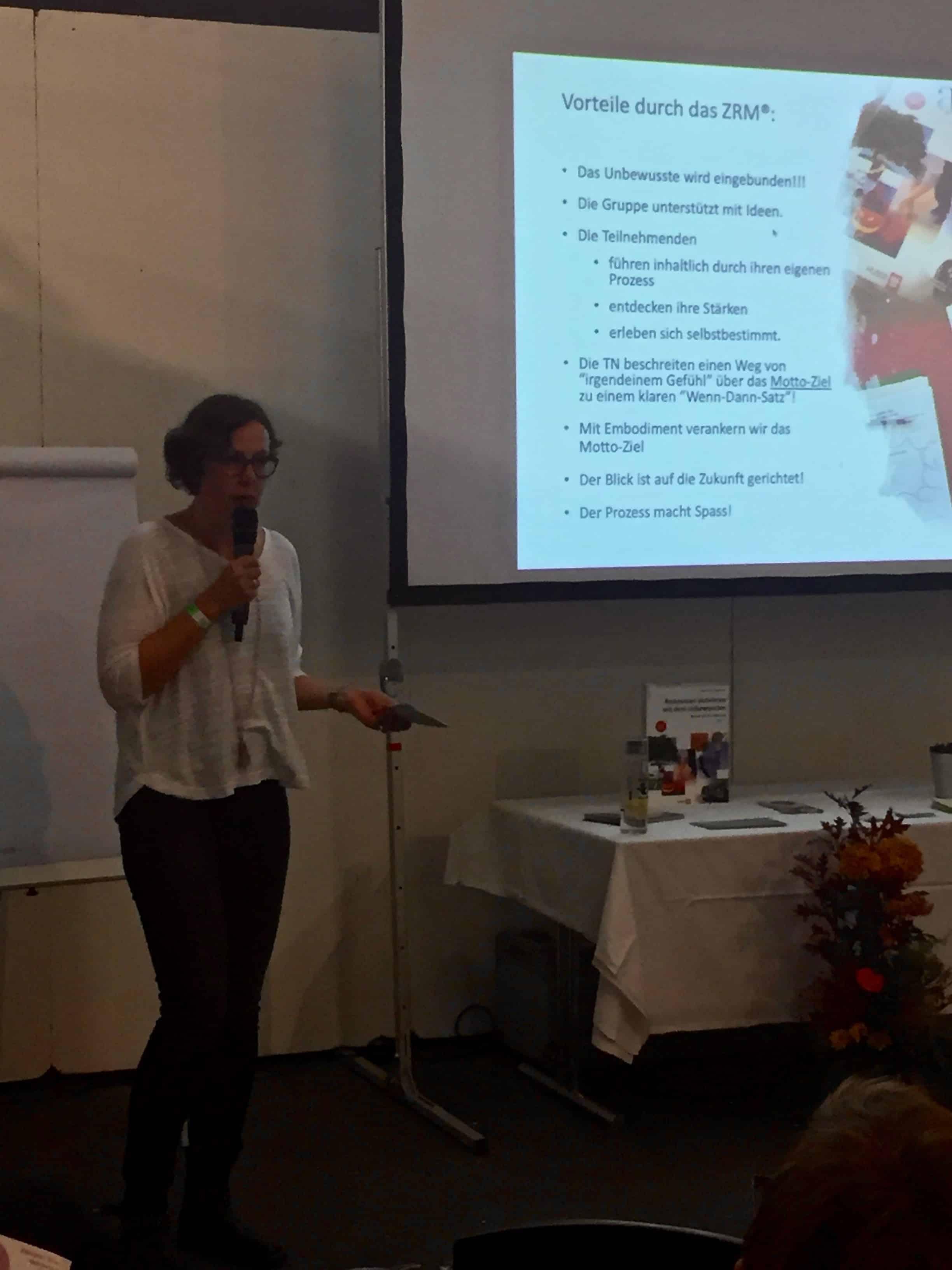 Annette Jordan erklärt Vorteile der ZRM-Methode